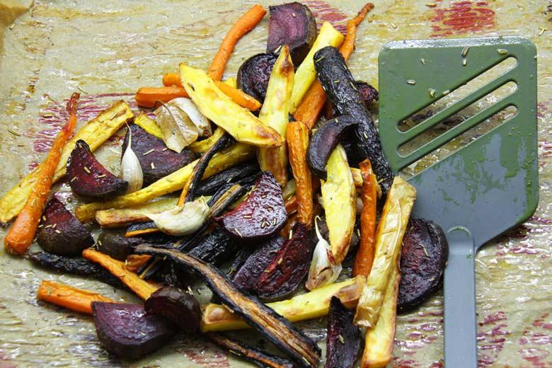 Wintergemüse aus dem Ofen - rote Rübe, Kartoffel, Karotten, Knoblauch