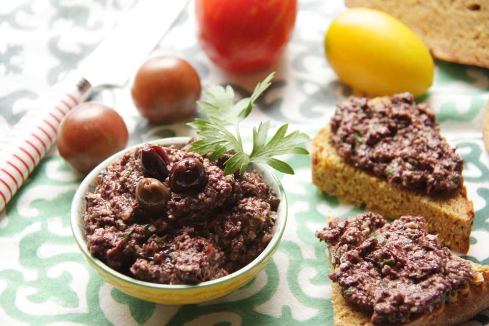 Olivenpasta als Starter