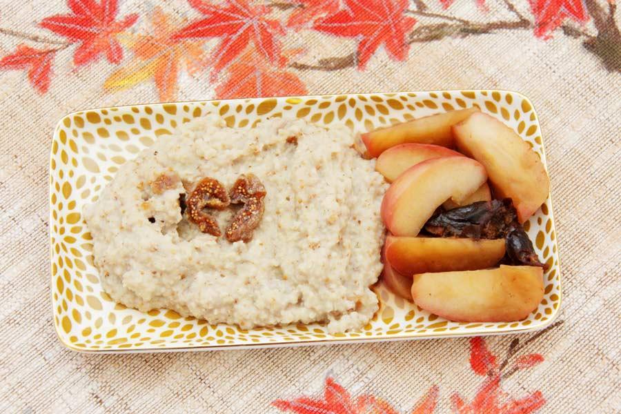 Warmes Frühstück aus Hirse- und Erdmandelflocken