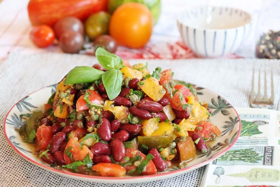 Salat mit Tomaten und Kidneybohnen