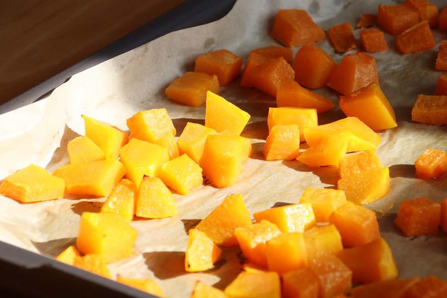 Kürbisstücke aus dem Ofen
